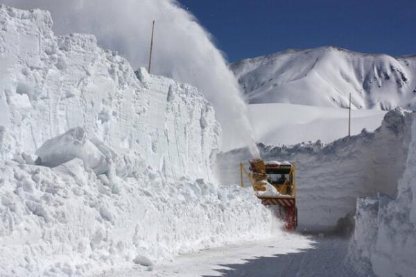 بارش برف,تجهیزات لازم برای برف روبی,انواع فناوری های نوآورانه برف روبی در فرودگاهها,برف روبهای مناسب جادهها,برف روب Yeti Snow,برف روب HTR۶۰۸