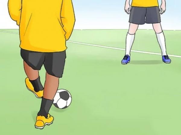 ,نحوه انتخاب پاس در فوتبال,پاس بغل پا,پاس بغل پا چیست