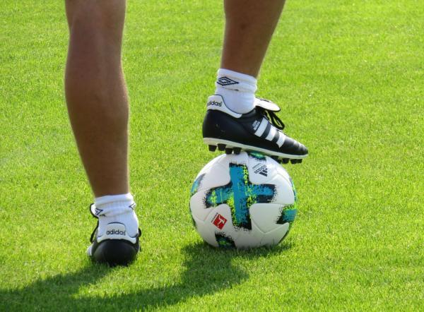 کفش فوتبال,انواع کفش فوتبال,راهنمای خرید کفش فوتبال
