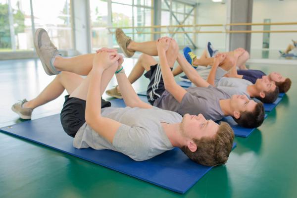 درمان درد سیاتیک کمر,نحوه نرمش های کمر درد سیاتیک,ورزش برای درد سیاتیک