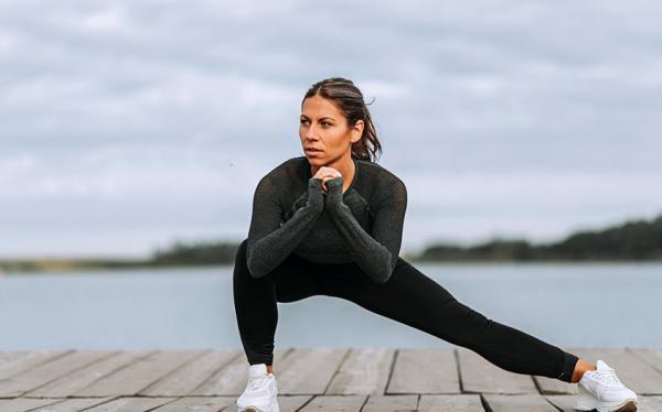 اسکات از بغل,نحوه ی انجام حرکت اسکات برای عضله سازی باسن,تمرینات اسکوات,