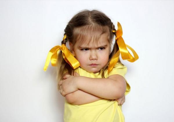 کودک لجباز,طرز برخورد با کودک لجباز,چگونه با کودک لجباز خود رفتار کنیم