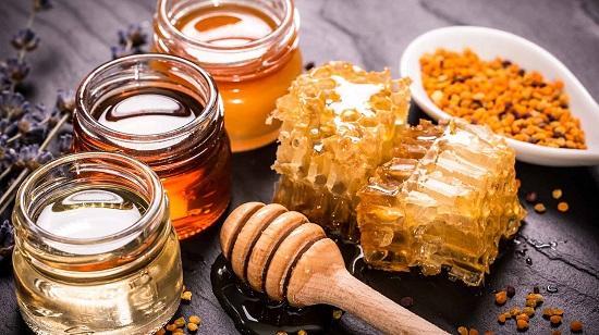 تورم صبحگاهی لب,دلیل تورم لب,درمان تورم لب با عسل