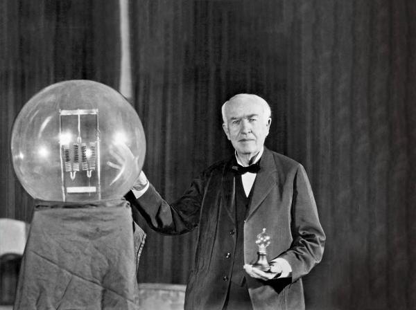 سالروز رونمایی از لامپ برقی,توماس آلوا ادیسون,اختراع توماس آلوا ادیسون,نقش ادیسون در پیشرفت فناوری لامپهای الکتریسیته,لامپهای رشتهای