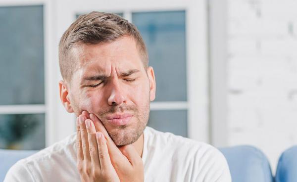 علت درد دندان در افراد,درمان درد دندان با سیر,روشهای خانگی برای درمان دندان درد