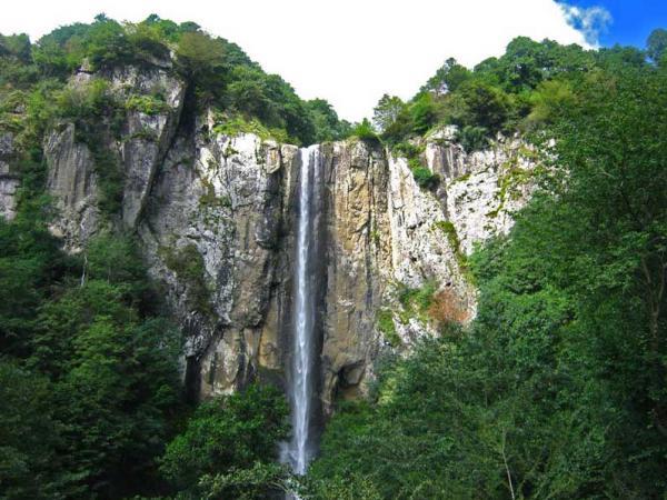 آبشار طبیعی در گیلان,آبشار لاتون,گردنه حیران