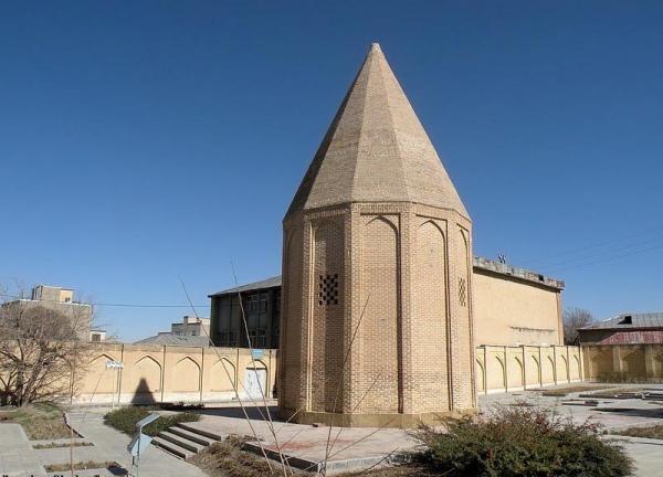 بهترین جاهای دیدنی همدان,جاهای دیدنی همدان,آرامگاه بو علی سینا همدان