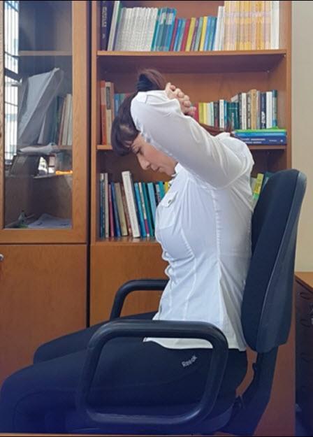 درمان گردن درد با ورزش پروانه ای,راه های درمان گردن درد با ورزش,درمان گردن درد با ورزش