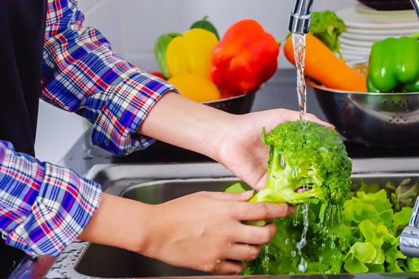 نکات مهم برای شستن میوه و سبزیجات,شستن میوه و سبزیجات,میوه سبزیجات