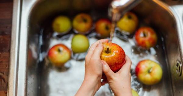 روش شستن صحیح توت,شستن میوه و سبزیجات,آداب شستن میوه و سبزیجات