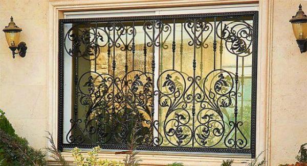 حفاظ پنجره متحرک,نرده آهنی پنجره,حفاظ پنجره