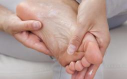 استفاده از عسل برای ترک پا,درمان خانگی ترک پا,ترک پاشنه و کف پا در فصل پاییز